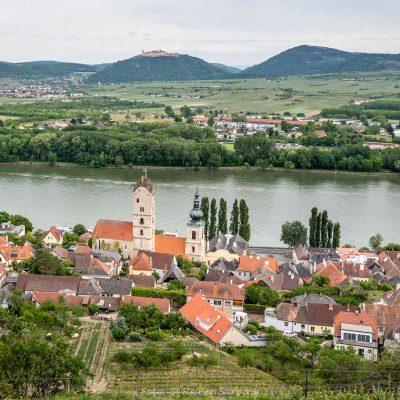 Wachau, Stein und Blick auf Göttweig (Foto: Rainer Skrovny, ARR)