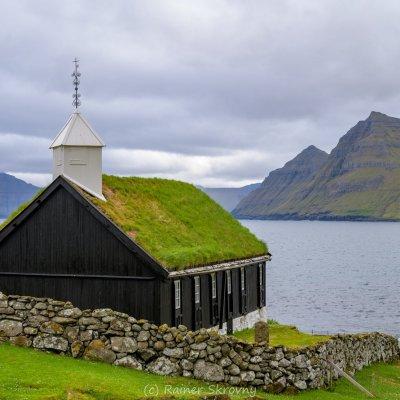 Färöer, Kirche von Funningur (Foto: Rainer Skrovny / ARR Reisen)