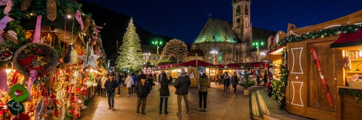 Italien, Bozen, Weihnachtsmarkt - Adobe Stock